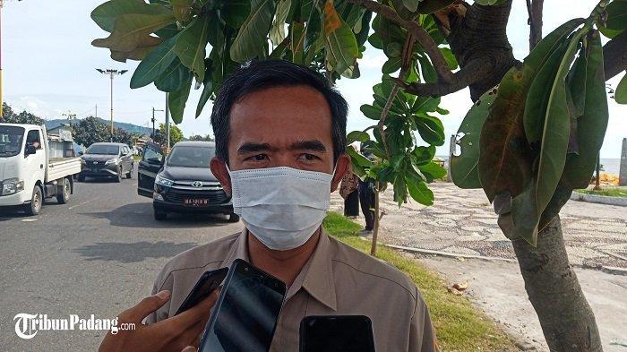 H-2 Pilkada Petugas Bersihkan Alat Peraga Kampanye, KPU Distribusikan Logistik ke TPS di 6 Kecamatan