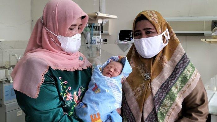 Geger Penemuan Bayi Laki-laki di Teras Rumah Warga Padang Pariaman, Kini Dititipkan di RSUD