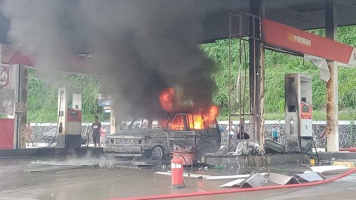Kebakaran di SPBU Muaro Bodi Sijunjung:1 Mobil dan3 Motor Hangus, Bangunan Tinggal Atap