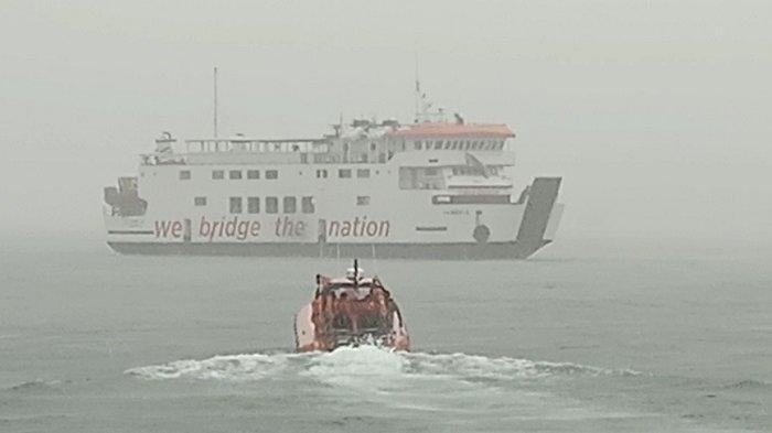 Kapal Gambolo Berisi 20 Orang Kandas Setelah Dihempas Badai di Mentawai, Penumpang Dievakuasi