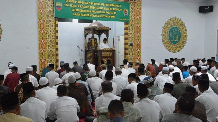 Korem 032/Wirabraja Peringati Isra Mikraj, Pertebal Keimanan dan Ketakwaan Prajurit kepada Allah