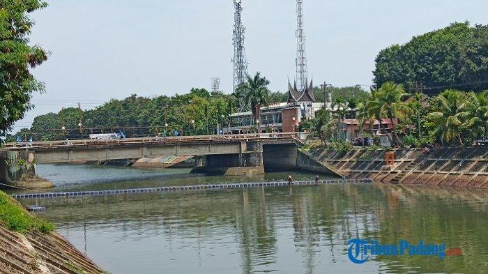 Kubus Apung di Banda Bakali Padang Kembali Dipasang, Sempat Dibuka karena Rusak Diterjang Air