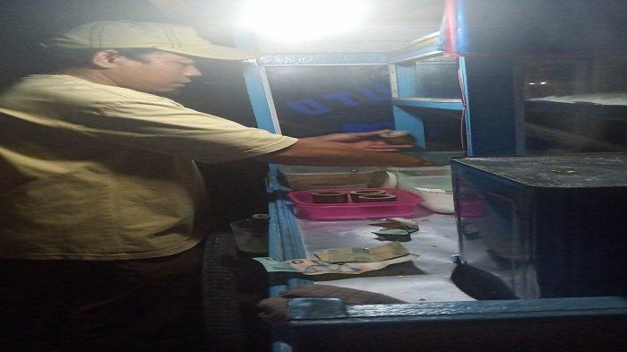 Pedagang Kue Putu di Kota Padang Januari, Satu Hari Mendapatkan Omzet Rp 500 Ribu