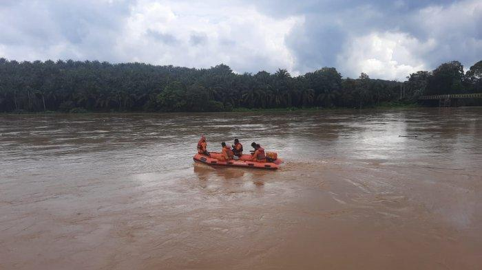 Pencarian Bocah Hanyut di Dharmasraya Dihentikan untuk Sementara, Tim SAR Lanjutkan Sabtu Besok