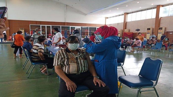 5 Persen Lansia di Padang Telah Divaksin Covid-19, Dinkes: Bulan Ramadhan Vaksin Tetap Berlanjut