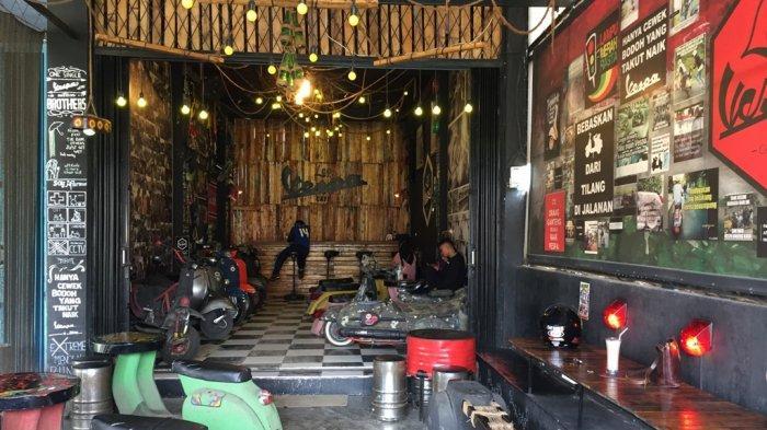 Lapau Vespa Cafe di Padang,Sulap Vespa Jadi Tempat Nongkrong dan Menikmati Kuliner