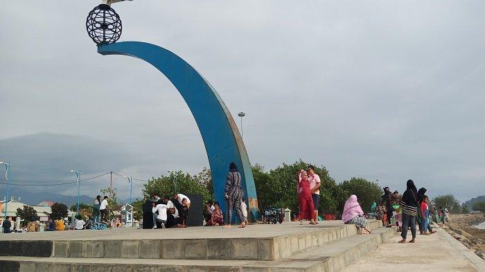 Semarak Monumen Tugu Merpati di Pantai Muaro Lasak Kota Padang, Pengunjung Ikut Joget dan Nyanyi