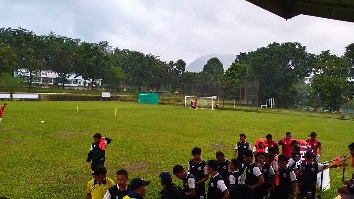 Latihan Sore Semen Padang FC Dibubarkan Karena Cuaca Hujan dan Angin Kencang