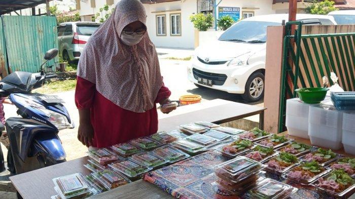 Sarapan Bayar Seikhlasnya di Padang, Yayasan AAI Sediakan3.000 Kotak Makanan Tiap Hari