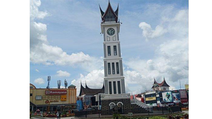 Libur Panjang, Kawasan Jam Gadang dan Pasar Atas Bukittinggi Mulai Ramai Dikunjungi Wisatawan