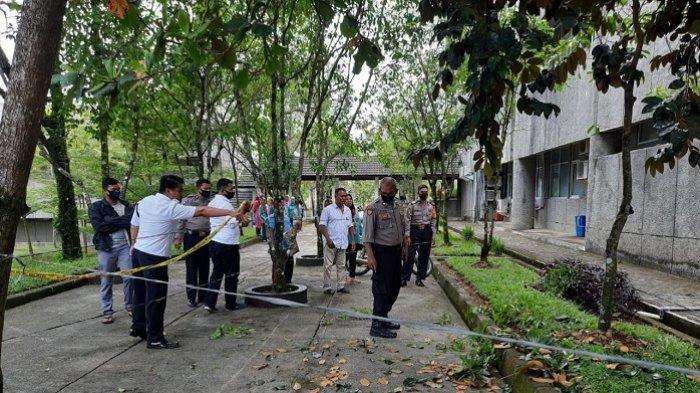 Insiden Pekerja Jatuh, Kepala Satpam Unand Sebut Posisi Jatuh di Rumput Taman dan Tak Berdarah
