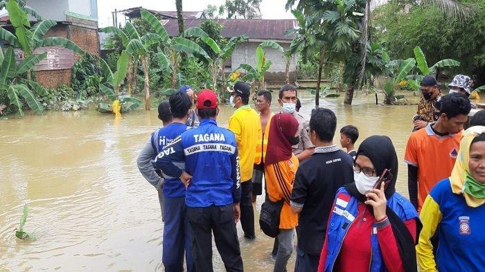 Tinjau Banjir di Parak Jambu Dodok Tunggul Hitam, Wali Kota Padang, Hendri Septa: Air Sungai Meluap