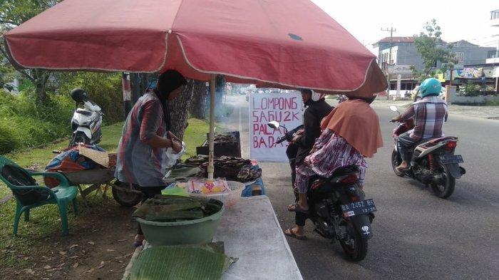 Lompong Sagu Camilan Tradisional di Padang yang Makin Eksis Saat Ramadan, 3 Jam Ludes