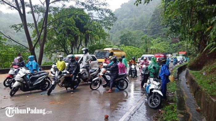 Longsor di Sitinjau Lauik Padang, Kemacetan Diperkirakan Mencapai 4 Km