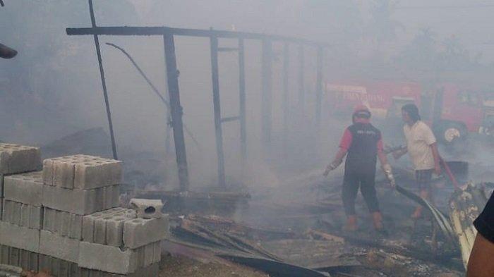1 Rumah Kayu di Pauh Kota Padang Ludes Terbakar saat Penghuninya Antar Anak ke Sekolah