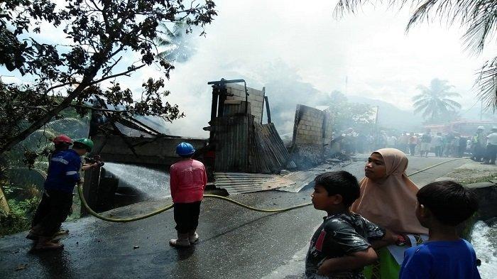 Satu Rumah Kosong di Lubuk Kilangan Kota Padang Ludes Terbakar, Polisi Menduga Korsleting Listrik