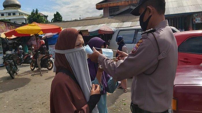 Bagi-bagi Masker di Pasar Bandar Buat Kota Padang, Sosialisasikan Perda Adaptasi Kebiasaan Baru