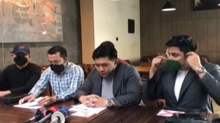 Pihak Irwansyah dan Medina Zein sepakat berdamai terkait perseteruan bisnis kuliner Bandung Makuta.