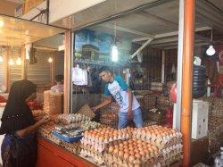 Harga Telur Ayam Ras di Pasar Raya Padang Tembus Rp 42.000 per Rak, Harga Telur Itik Relatif Stabil