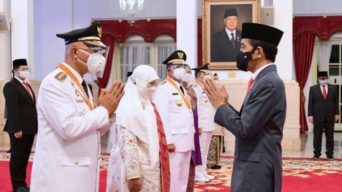 Mahyeldi-Audy Joinaldy Dilantik Presiden Joko Widodo sebagai Gubernur dan Wagub Sumbar di Istana