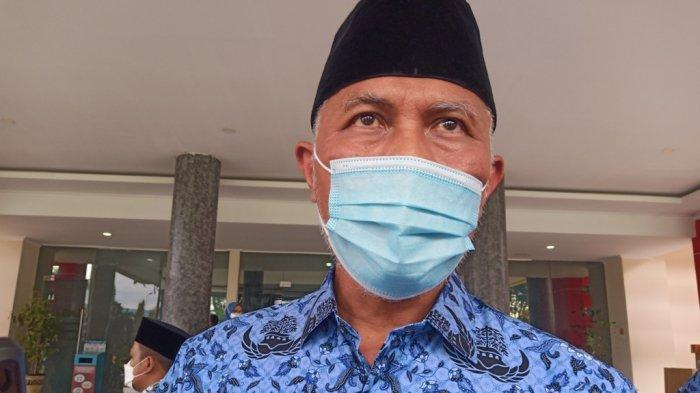 Gubernur Sumbar saat ditemui wartawan usai apel di Halaman Kantor Gubernur Sumbar, Senin (17/5/2021).