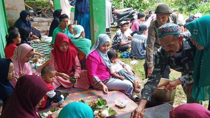 Makan ka Padang, Tradisi WargaParaman Palembayan Saat Idul Adha, Seekor Sapi Digulai Bersama-sama