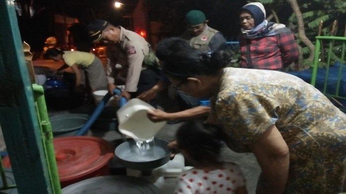 Malam Mingguan, BPBD Kota Padang Masih Terus Distribusikan Air Bersih