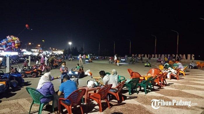 Semarak Malam di Kawasan Wisata Pantai Puruih Padang, Menikmati Liburan Tahun Baru Imlek
