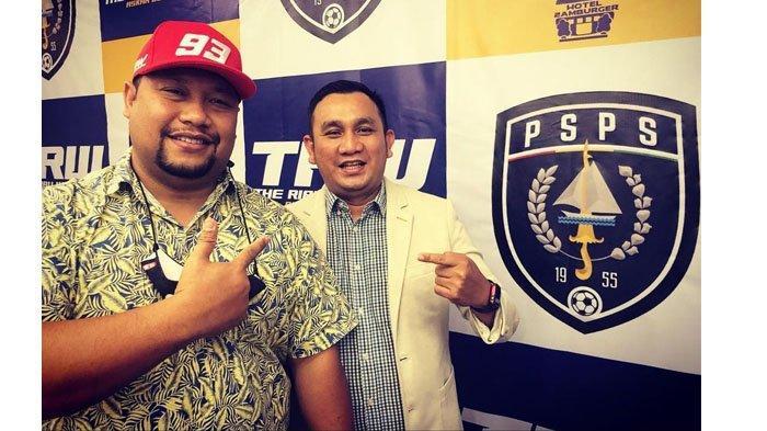 Soal Foto Bersama Manajer Semen Padang FC Effendi Syahputra dengan Norizam Tukiman
