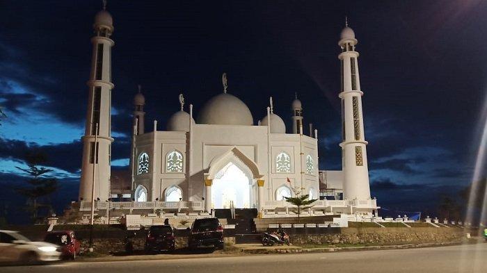 Berdiri Megah di Pantai Padang, Begini Tampak Dalam Masjid Al Hakim, Lihat Foto-fotonya