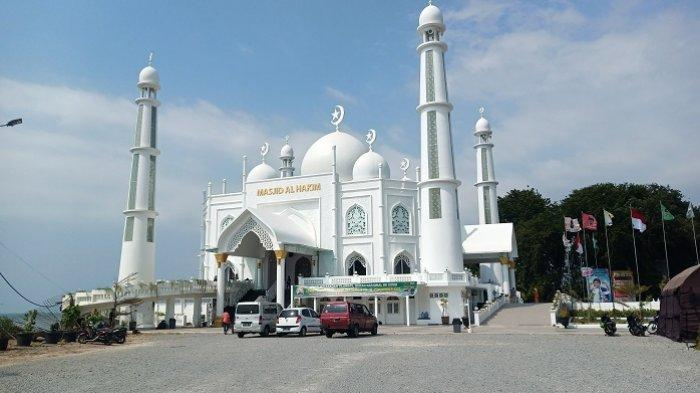 Masjid Al Hakim Pantai Padang Siap Gelar Salat Tarawih Pertama, Sediakan 150 Paket Berbuka Puasa