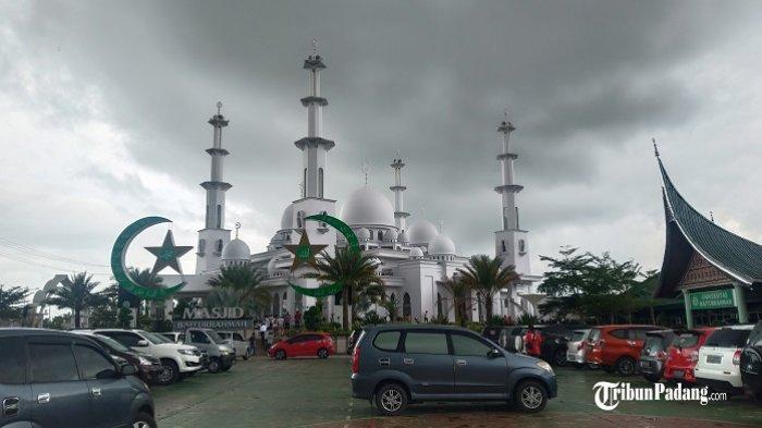 Besok, Masjid Baiturahmah Padang Gelar Salat Idul Adha Berjemaah di Lapangan Kampus Pukul 07.30 WIB