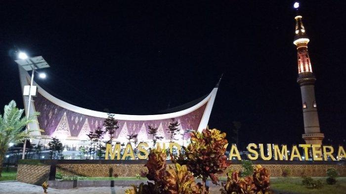 Mau Shalat Tarawih Berjamaah di Masjid Raya Sumbar Ramadhan Ini? Harap Bawa Sajadah Sendiri