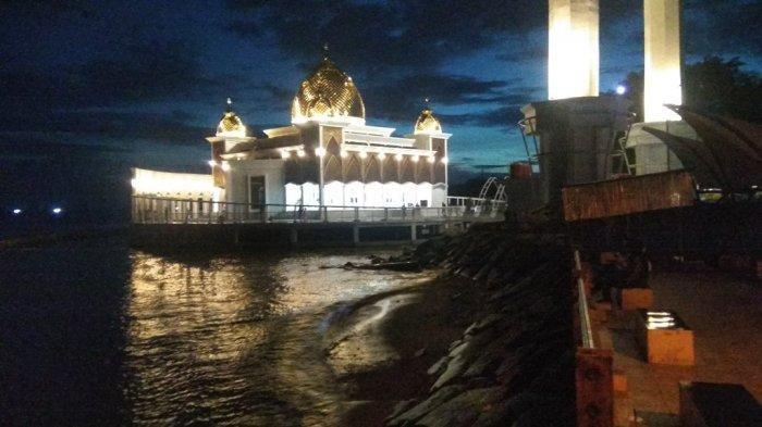 Masjid Terapung Samudera Ilahi Pesisir Selatan, Destinasi Wisata Religi di Pantai Carocok
