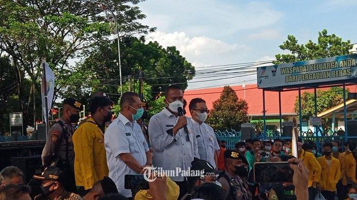 Peserta Aksi Demo Diingatkan untuk Pakai Masker, Jasman Rizal:Katanya Berjuang untuk Covid