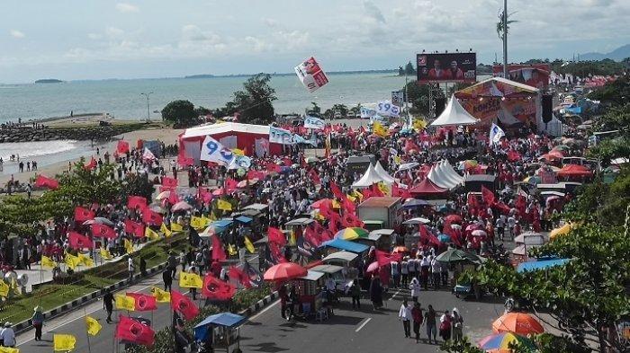 Kampanye Akbar Capres 01 di Danau Cimpago Padang, Massa Pendukung Mulai Berdatangan