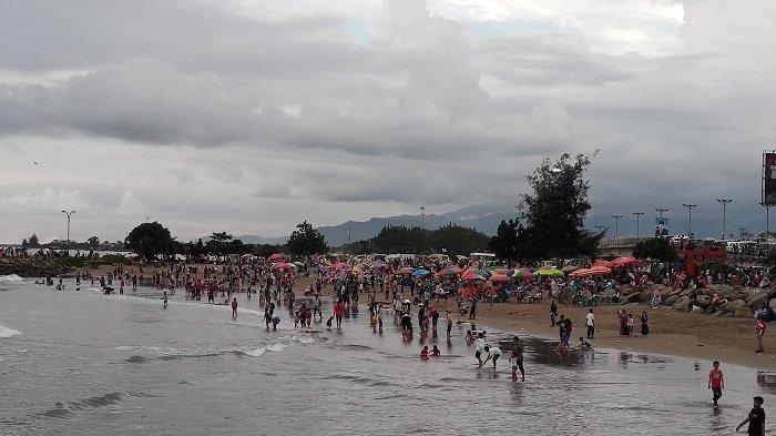 Libur Lebaran Pantai Padang dan Danau Cimpago Ramai Dikunjungi Masyarakat