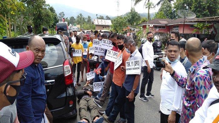 Reka Ulang Pengeroyokan yang Tewaskan Pengusaha CCTV, Adegan di Pinggir Jalan Padang-Bukittinggi