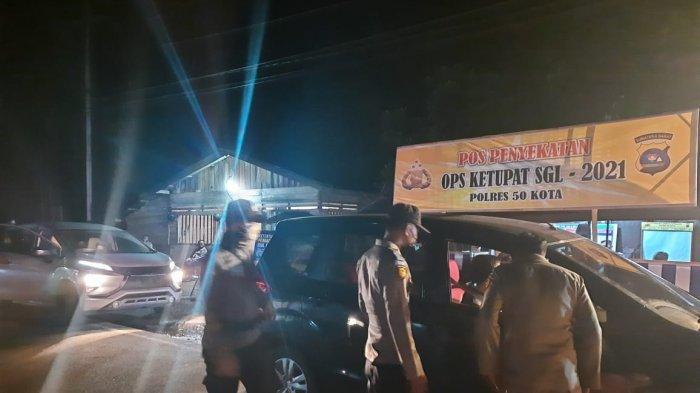 Jumlah Kendaraan yang Melewati Pos Penyekatan Sumbar Riau Mulai Meningkat