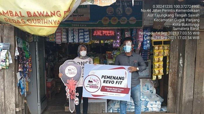 Beli Produk Cincau Cap Panda, Pedagang di Bukittinggi Dapat Hadiah 1 Unit Motor Revo FIT 110