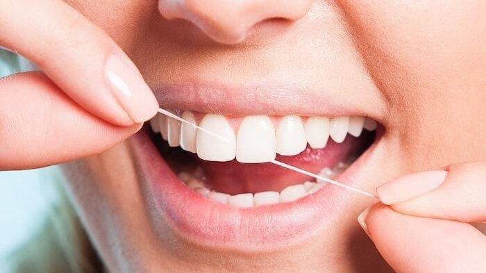 Pedoman Penggunaan Dental Floss yang Baik dan Benar, Senyum pun Kian Menawan dengan Benang Gigi