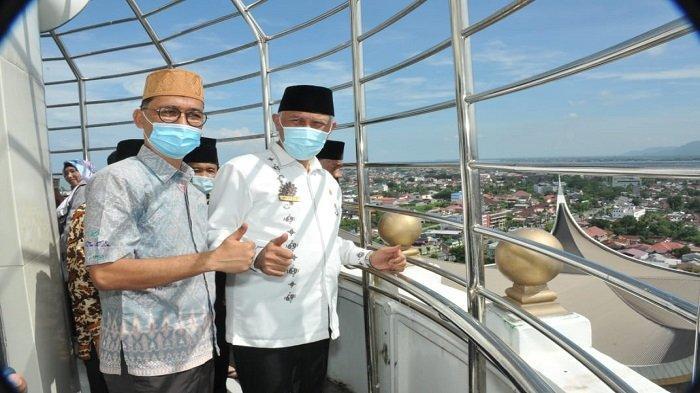 Gubernur Sumatera Barat (Sumbar) Buya Mahyeldi membuka untuk umum secara resmi Menara Masjid Raya mulai Jumat (30/4/2021).