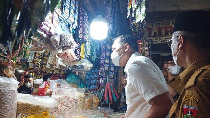 Menteri Perdagangan Datangi Pasar Bawah Bukittinggi Pantau Langsung Harga Bahan Pokok Jelang Ramadan