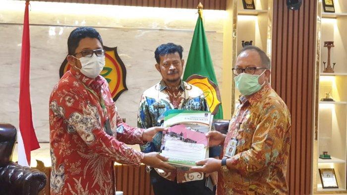 Menteri Pertanian RI Syahrul Yasin Limpo bertemu Penjabat Walikota Padang Hendri Septa di ruang Mentan Jl Harsono RM, Ragunan Jakarta Selatan, Jumat petang (19/3/2021).
