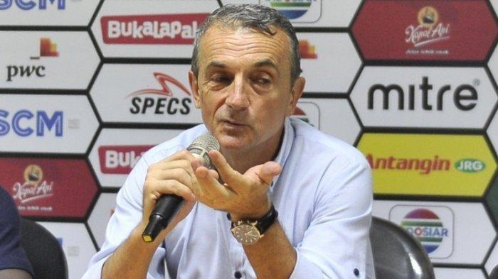 Pelatih Arema FC, Milomir Seslija Target Balaskan Kekalahan Atas Tira Persikabo