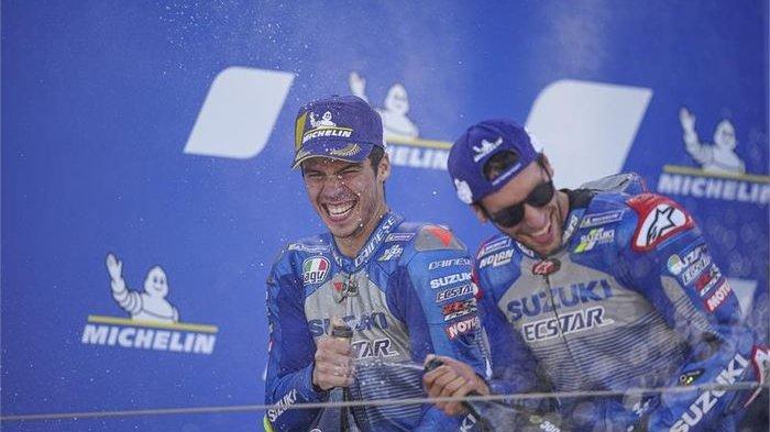 Ilustrasi; Selebrasi podium dua pembalap Suzuki Ecstar, Joan Mir (kiri) dan Alex Rins, setelah balapan MotoGP Aragon di Sirkuit Aragon, Spanyol, 18 Oktober 2020.