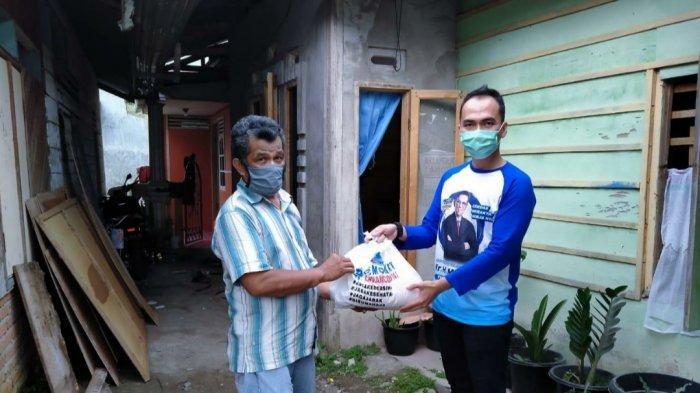 Mulyadi Sebarkan Bantuan Sembako, Kebutuhan Pangan Warga Sumbar Terjamin