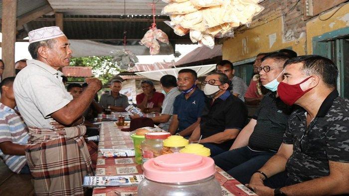Momen Mulyadi Jalan Kaki, dan Ngopi Bareng Masyarakat Daerah Terisolir di Pesisir Selatan