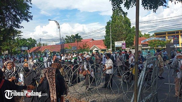 'Masyarakat Minangkabau' Datangi Kantor Gubernur Sumbar, Massa Gelar Aksi Bela Nabi