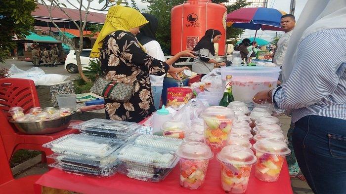 Berburu Takjil di Pasar Nanggalo Kota Padang, Ada Kolak, Kue Lopis Hingga Lauk Pauk dan Sayur